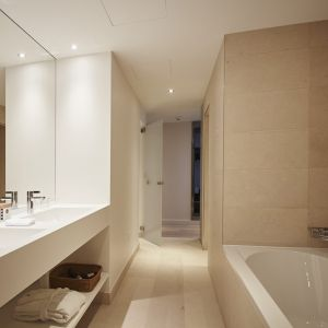 http://hotel-moderntimes.ch/application/files/thumbnails/thumb_list_2x/7814/5855/4540/salle_de_bain_junior_suite.jpg